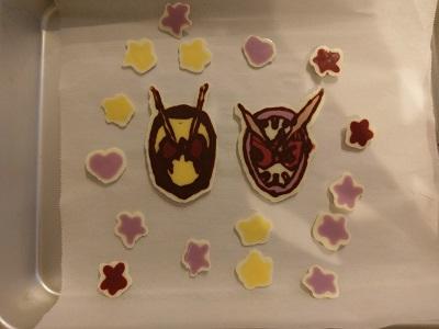 手作りキャラチョコプレートの誕生日ケーキ